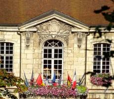 facade-mairie-fleurie